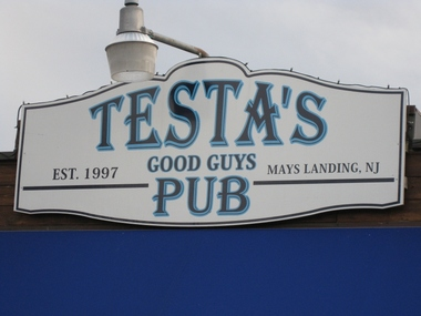 Testa's Good Guys Pub