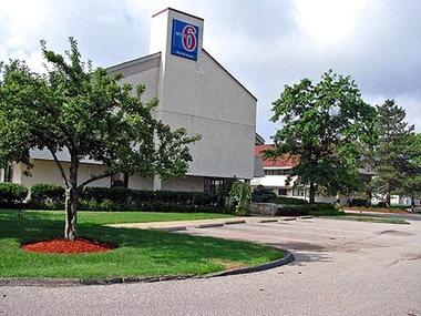 Motel 6 Akron North