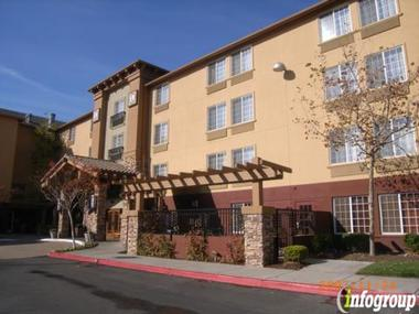 Larkspur Landing Hotel
