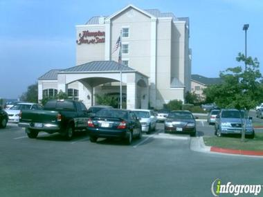 Hampton Inn &amp; Suites Airport